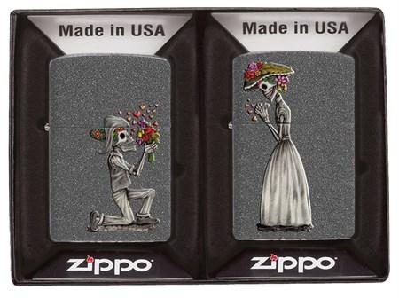Набор из двух зажигалок ZIPPO Влюбленные зомби с покрытием Iron Stone 28987 - фото 6933